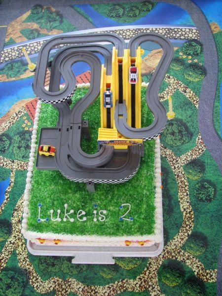 luke2cake02.jpg